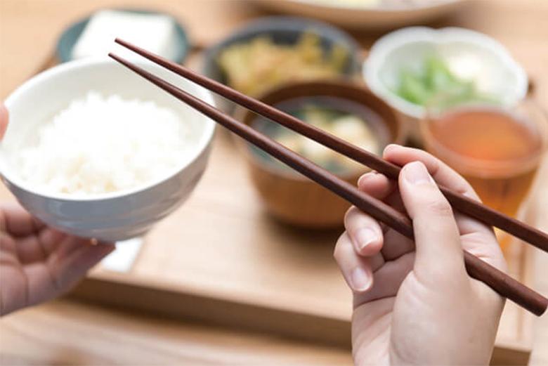 和食マナー_箸の持ち方