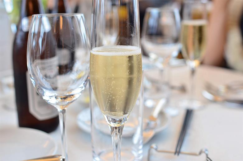洋食テーブルマナー_ワインと乾杯